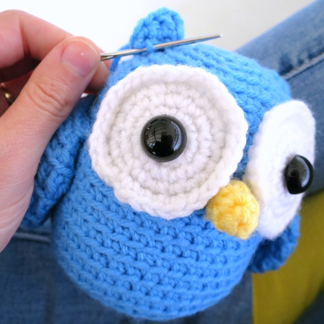 Making a little owl amigurumi by hookabee
