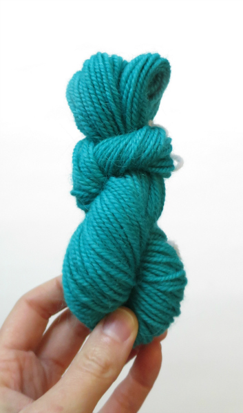 stove top hand dyeing yarn with food coloring by hookabee