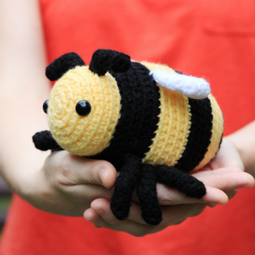 Little Bobby the bumble bee amigurumi pattern by @hookabee
